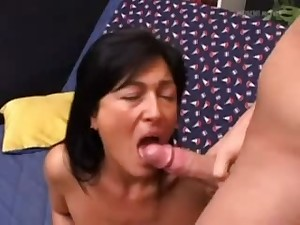 Italian mommy anal on the bed