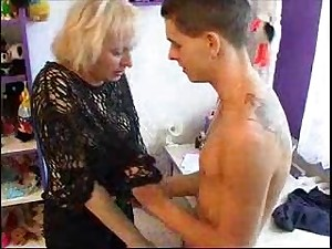 Very Hawt Mommy Seducing twink