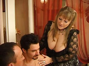 Super sexy mature french female receive drilled by 2 males