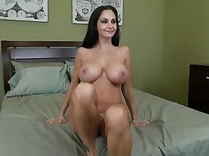 Interview of a blackhaired mature.