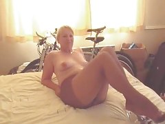 Hot Aged Lady in Hose Gives Jerking off